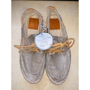 Adorable Tory Burch Taupe Sparkly Lace Up Sneakers